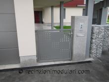 Cancelli ad un'ante 1 - ingresso personale a casa, riempitura acciao perforato